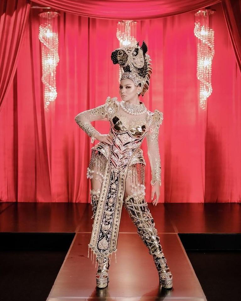 Jihane Elmira perwakilan Indonesia di ajang Miss Supranational di Polandia berhasil meraih Best National Custome. Yuk intip kostumnya!