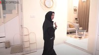 <p>Baru-baru ini, Ria Ricis kembali memamerkan rumahnya, Bunda. (Foto: YouTube: Ria Official)</p>