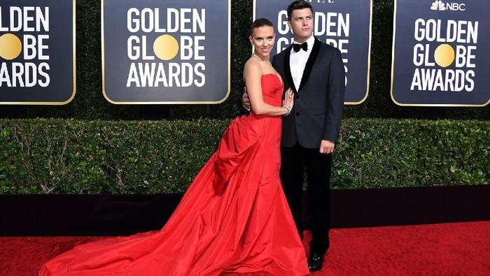 Baru Dikaruniai Anak Pertama, Intip Yuk Potret Kemesraan Pasangan Scarlett Johansson dan Colin Jost di Red Carpet