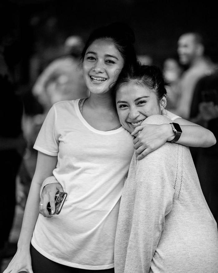 Sebagai adik dari Kenang Mirdad, Naysilla memang dekat dengan Tyna, sang kakak ipar. Mereka bahkan sering datang dan bertemu di event yang sama. (Foto: Instagram @naymirdad)