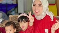 <p>Terlihat happy dengan kondisinya sekarang, Winda Khair kerap mengunggah foto bersama keluarga.Qiara dan Arqi menggemaskan ya, Bunda? (Foto: Instagram @windakhair)</p>