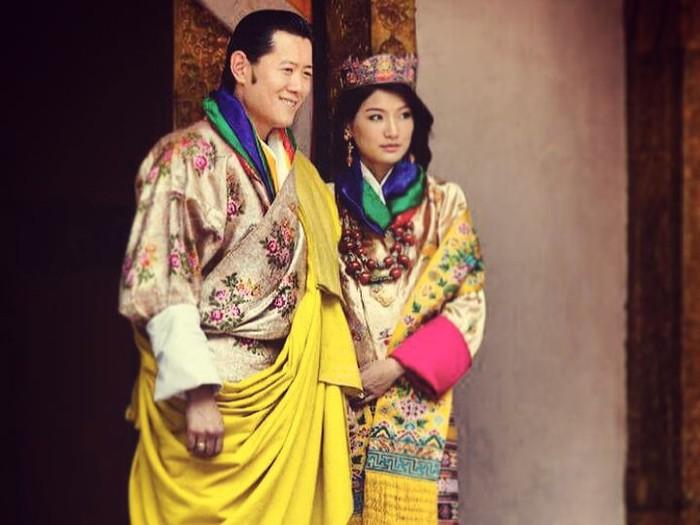 Jetsun Pema dan Jigme Khesar Namgyel Wanchuck menikah pada 13 Oktober 2011 di Punakha Dzong. Sejak itu, ia dinobatkan sebagai Ratu Bhutan dan menjadi yang termuda di dunia. /Foto: Instagram/queenjetsunpema.