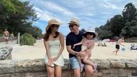 <p>Aktris Acha Septriasa hidup bahagia usai menikah dengan Vicky Kharisma di 2016. Kini mereka tinggal di Sydney, Australia bersama sang putri. (Foto: Instagram @septriasaacha)</p>