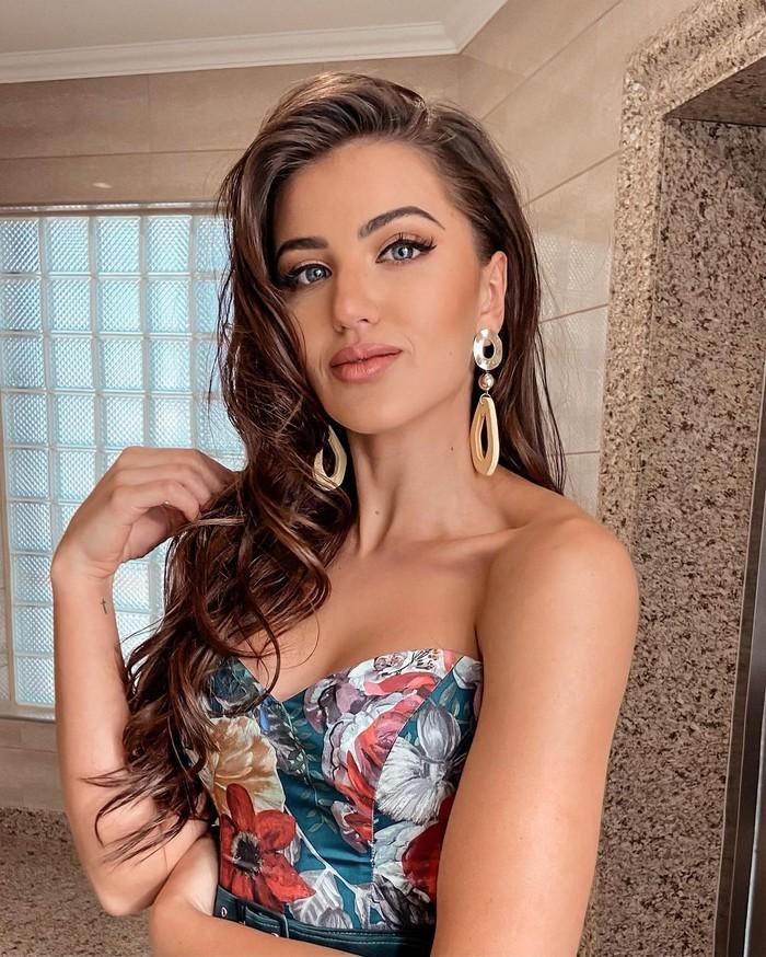 Ia tak hanya mengikuti kontes kecantikan di Namibia, tetapi juga di Amerika Serikat. Kontes kecantikan yang pernah dimenangkannya antara lain Miss Teen Namibia 2014, Miss Teen Continents 2015, dan Miss Supranational 2020. (Foto: instagram.com/chani.rabe)