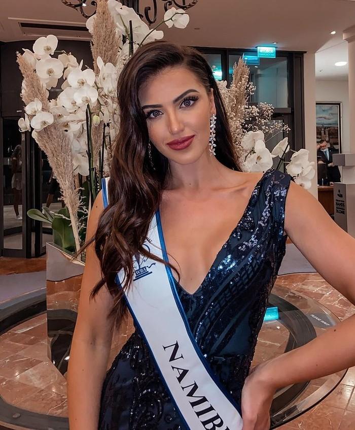 Miss Supranational 2021 bukanlah kontes kecantikan pertama yang ia ikuti. Sejak masih remaja ia telah menggeluti bidang ini. Hingga kini ia telah beberapa kali memenangkan kontes kecantikan. (Foto: instagram.com/chani.rabe)