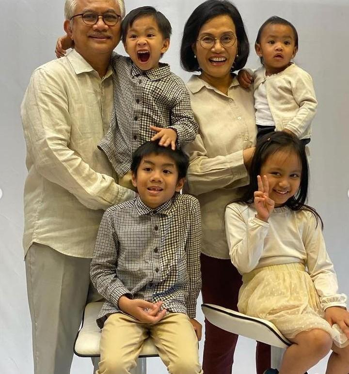 Sri Mulyani dan para cucu