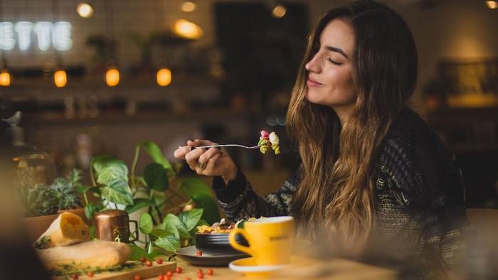 Suka Gampang Lapar? 7 Makanan Sehat Ini Bisa Bantu Kamu Kenyang Lebih Lama Lho!