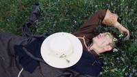 <p>Enggak hanya itu, Danzi Daji juga dijuluki sebagai anak alam. Ini karenaia terlihat nyaman saat berbaring di pelataran rumput untuk merasakan rasa cintanya dengan alam. (Foto: Foto dokumen :Danzi Daji team & YMM Lastwish)</p>