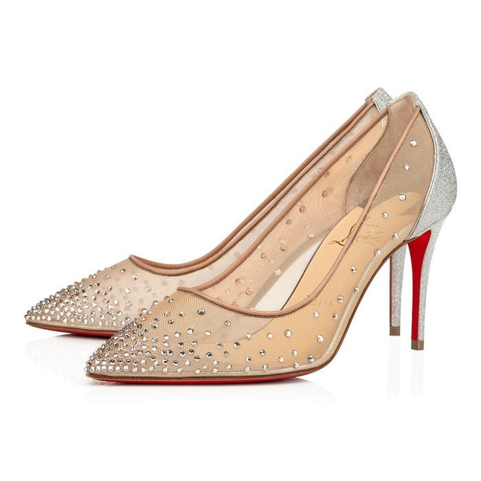 Sepatu seri Follies Strass dari brand Christian Louboutin ini cocok untuk kamu yang kurang suka bridal shoes warna putih. Dengan warna perak dan glitter yang berkilau, sepatu cantik seharga sekitar Rp17 juta ini membuatmu terlihat classy. /Foto: us.christianlouboutin