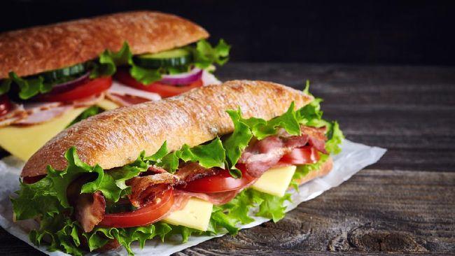 Anda bisa membuat roti lapis atau sandwich seperti restoran cepat saji. Berikut resep sandwich yang nikmat dan praktis ala restoran.