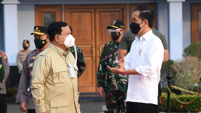 Presiden Jokowi meninjau sodetan atau terusan buatan yang merupakan akses jalan menuju ibu kota negara (IKN) di Provinsi Kalimantan Timur.