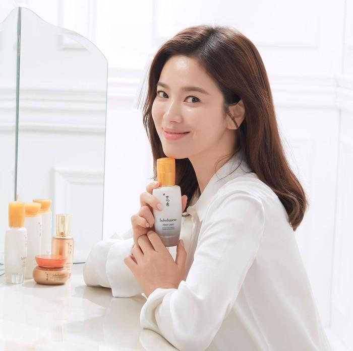 Pada tahun yang sama, yakni 2018, Song Hye Kyo dipilih menjadi brand ambassadormerk ternama Sulwhasoo. Sebelumnya, aktris ini telah menjadi brand ambassador Laneige, yang bernaung di bawah perusahaan yang sama, yaitu Amore Pacific./Foto: Instagram.com/sulwhasoo.official