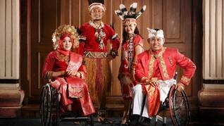 Hanik Puji dan Jaenal Aripin, Pembawa Bendera Indonesia