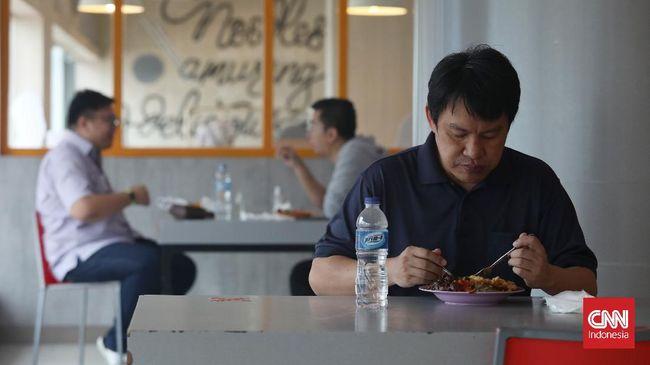 Sebuah studi sosio-antropologis juga membuktikan bahwa kebiasaan makan orang dipengaruhi oleh tren global tetapi juga oleh representasi, ruang, dan akar lokal mereka.