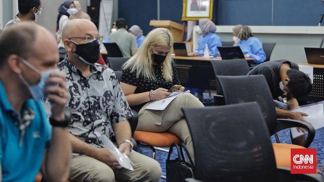 Satgas mengklaim perluasan izin masuk WNA ke RI di tengah pandemi berdasarkan aturan yang diteken Menkumham Yasonna.