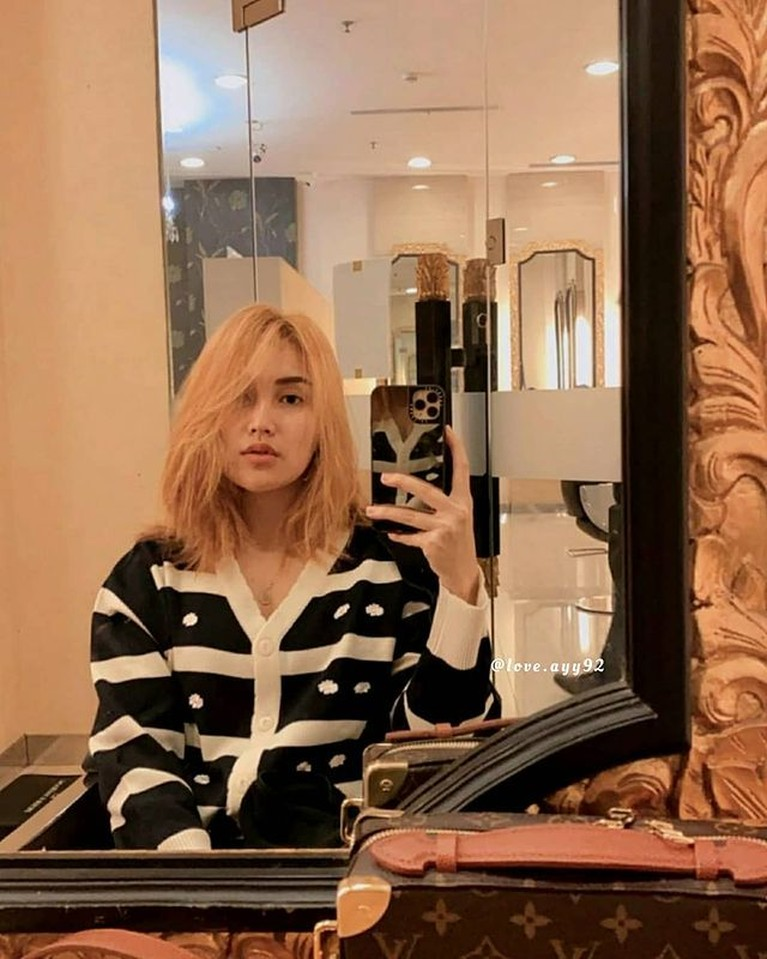 Penampilan Ayu Ting Ting dengan warna rambut baru dan bergaya ala K-pop tuai pujian. Yuk kita intip!