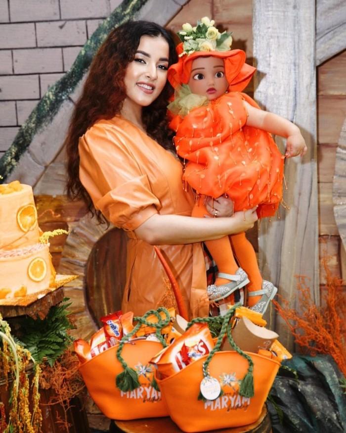 Maryam Eliza Khair Assegaf, putri pertama dari Tasya Farasya dan Ahmad Assegaf ini baru saja merayakan ulang tahunnya yang pertama pada Minggu (23/8). Menggandeng event organizer Senjadeco, influencer yang satu ini gelar pesta yang begitu mewah. (Foto: Instagram.com/tasyafarasya)