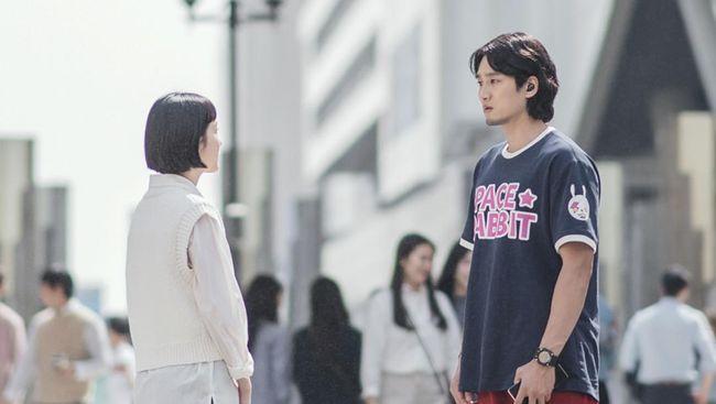 Sinopsis Yumi's Cells mengisahkan Yumi (Kim Go-eun) yang kesulitan membangunkan kembali sel cinta dalam dirinya karena patah hati beberapa tahun lalu.