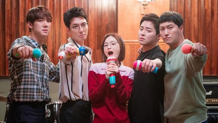 Cara Jadi Mak Comblang ala Ik Joon 'Hospital Playlist', Anti Gagal!