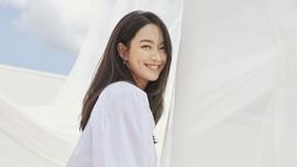 Shin Min-ah Batalkan Wawancara di Tengah Rumor Kim Seon-ho