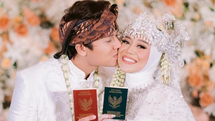 10 Artis Indonesia Ini Melangsungkan Pernikahan Selama Pandemi Covid-19, Ada Atta Aurel Sampai Leslar Jadi Sorotan!