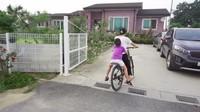 <p>Beberapa waktu lalu, Yannie Kim dan keluarga baru saja mengajak para fans untuk melihat rumah mertuanya yang ada di Korea nih, Bunda. Rumah berbata merah itu terlihat asri dan sangat khas pedesaan, lho. (Foto: YouTube Yannie Kim)</p>