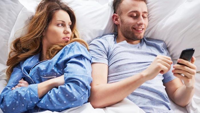 Curiga Si Dia Nggak Setia? Kenali 5 Tanda Pasangan yang Terindikasi Selingkuh
