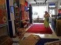 FOTO: Berkunjung ke Toko Karpet Afghanistan di Inggris