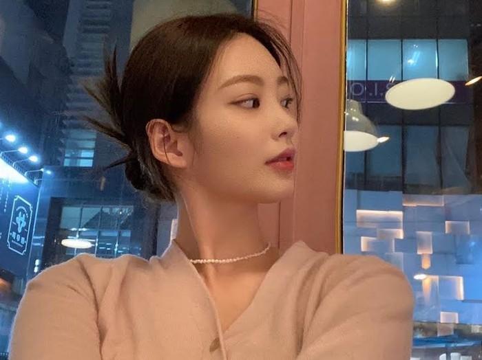 Choi Hyo Joo lahir pada tahun 1999, merupakan aktris pendatang baru yang masih muda. Di awal kemunculannya, Choi Hyo Joo langsung menarik perhatian karena visual cantiknya.(Foto: Instagram.com/hyozuzu)