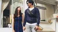 <p>Hampir berjalan satu tahun, kehidupan Denny Sumargo dan Olivia Allan terlihat semakin harmonis. Sang istri kerap mengunggah potret mereka yang sedang kasmaran ke media sosial. (Foto: Instagram @oliviasumargo)</p>