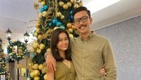 <p>Keduanya tak lupa merayakan Hari Natal. Desember 2020 menjadi perayaan Hari Natal pertama mereka setelah menjadi suami istri, Bunda. (Foto: Instagram @oliviasumargo)</p>