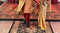 <p>Olivia dan Denny Sumargo tampil kompak ketika menghadiri sebuah pesta bertema India. Mereka tampil mengenakan busana tradisional bernuansa emas. Olivia diketahui memegang jabatan direktur di sebuah perusahaan limbah medis. (Foto: Instagram @oliviasumargo)</p>