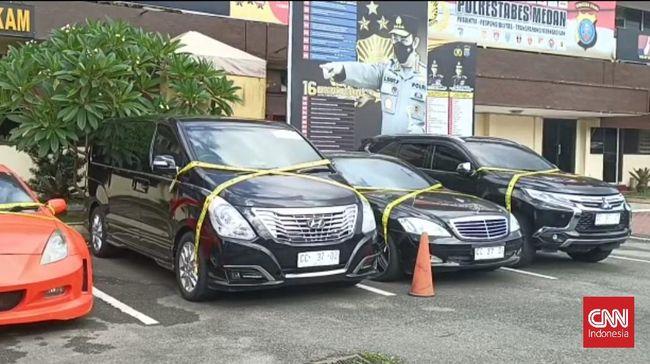 Kabid Humas Polda Sumut menerangkan dokter yang menggunakan pelat nomor Rusia palsu di Medan juga dilaporkan di Polda Metro Jaya soal mobil bodong.