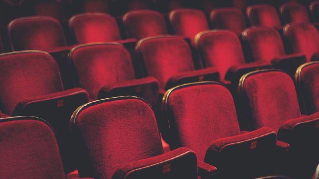 Ketua GPBSI Djonny Syafruddin mengatakan jumlah penonton bioskop di Indonesia masih di bawah 10 persen pada akhir pekan pertama setelah kembali beroperasi.