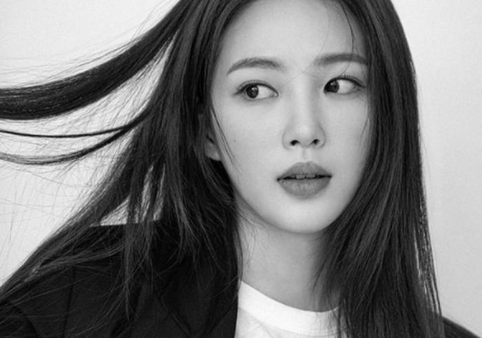 Meskipun sedang sebuk merintis karier sebagai aktris, Choi Hyo Joo juga tidak meninggalkan pendidikannya. Ia sedang menempuh pendidikan di Dongduk Woman University jusuran Broadcasting.(Foto: Instagram.com/hyozuzu)