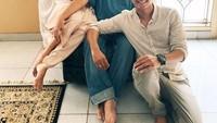 <p>Berasal dari keluarga berbeda keyakinan, Naysilla dan Jamal Mirdad selalu menerapkan toleransi beragama. Intip saja potret Naysilla bersama saudara-saudaranya ketika merayakan Idul Fitri bersama Jamal Mirdad. (Foto: Instagram @naymirdad)</p>
