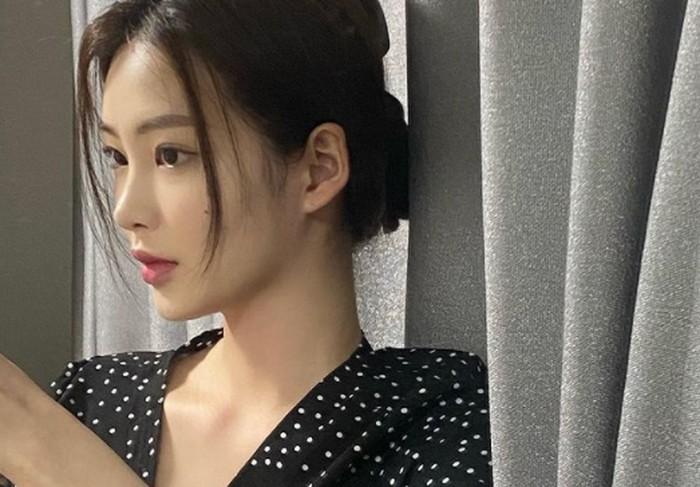 Selain memiliki fitur wajah sempurna dan mungil, Choi Hyo Joo juga punya tinggi di atas rata-rata. Tingginya bahkan menyentuh angka di atas 170 cm, yang cocok untuk ukuran seorang model.(Foto: Instagram.com/hyozuzu)