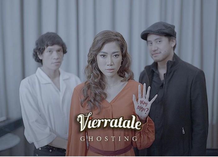 """Comeback, pada Juni 2021 Vierratale merilis single terbarunya yang berjudul """"Ghosting"""". Kamu sudah mendengarkannya belum nih, Beauties? /Foto: Instagram.com/vierratale__"""