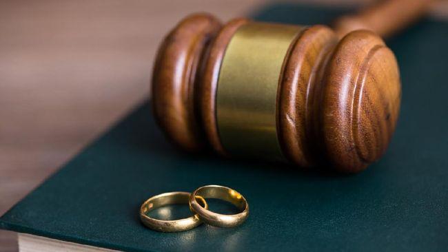 Seorang pria dari Uttar Pradesh, India menceraikan istrinya karena istrinya tak mau mandi setiap hari.