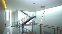 <p>Bagian di lantai dua, tangga terdapat di sisi samping untuk memudahkan naik turun dari lantai satu ke empat. (Foto: YouTube Trans7 Official)</p>