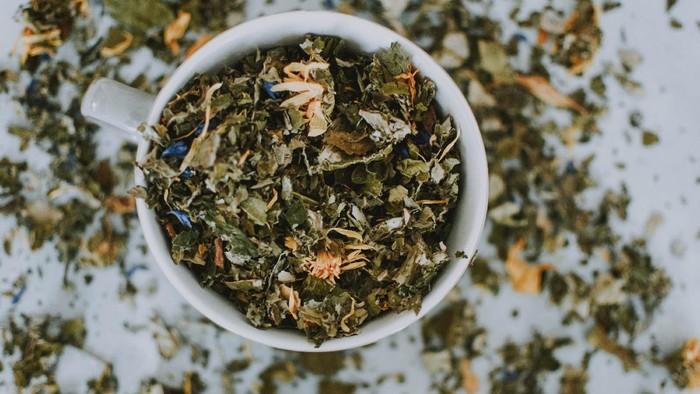 Tips dan Trik Menyimpan Produk Teh Herbal Agar Tahan Lama!