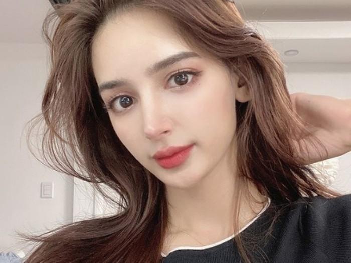 Perempuan cantik dengan wajah khas Timur Tengah ini bahkan cocok menggunakan riasan Korean look. Vida juga punya selera fashion yang baik dan tidak kalah cantik dengan artis K-pop. (Foto: Instagram.com/imvidaaa)