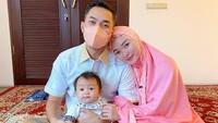 <p>Zaskia Gotik tengah menikmati perannya sebagai Bunda. Ia melahirkan anak pertama dari Sirajuddin Machmud pada 7 November 2020 lalu secara normal. Sirajuddin diketahui merupakan pengusaha asal Kalimantan Timur. (Foto: Instagram @sirajuddinmahmudsabang)</p>