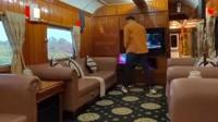 <p>Terdapat jendela yang luas dan terdapat sofa mewah di lobi tengahnya. Juga terdapat karaoke system sebagai hiburan selama perjalanan. (Foto: TikTok @kevinbenedico)</p>