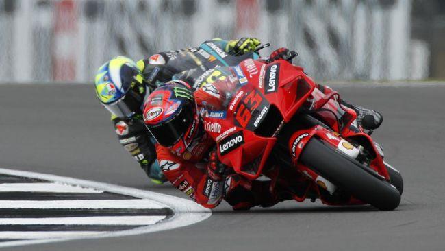 Francesco Bagnaia berhak menempati pole position usai menjadi yang tercepat di kualifikasi MotoGP San Marino 2021, Sabtu (18/9).