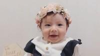 <p>Chloe Emanuelle Van Wattimena tumbuh besar dan sehat. Usianya kini sudah menginjak 8 bulan, Bunda. Ia menjelma jadi bayi mungil yang menggemaskan. (Foto: Instagram @asmirandah89)</p>