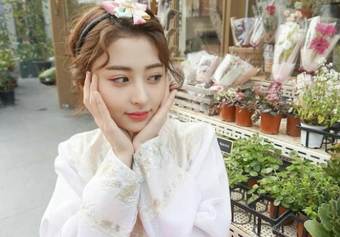 Heo Yun Jin juga pernah dikabarkan kalau jadi kandidat kuat sebagai peserta I-LAND versi wanita. Belum sempat dikonfirmasi, Heo Yun Jin kembali dikabarkan akan bergabung dengan girl group baru Source Music.(Foto: Instagram.com/yunjinsite)