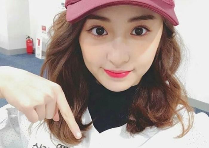 Heo Yun Jin memiliki nama Inggris Jennifer Huh. Ia sudah belajar menyanyi sejak kecil. Heo Yun Jin juga aktif sebagai anggota pertunjukan opera ketika masih tinggal di Amerika.(Foto: Instagram.com/yunjinsite)