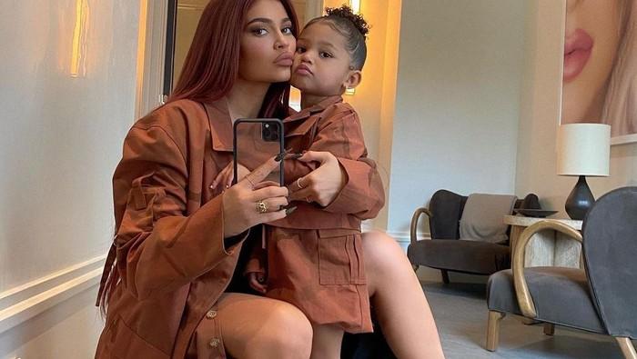 Dikabarkan Hamil Anak Kedua, Begini Mother-Daughter Goals ala Kylie Jenner dan Stormi Webster