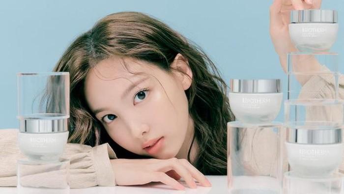 Glowing Paripurna, Nayeon TWICE Pilih Skincare Ramah Lingkungan